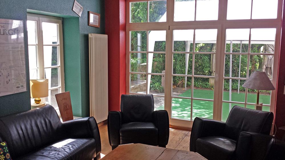 Gemütliches Gosslerzimmer mit Gartenblick